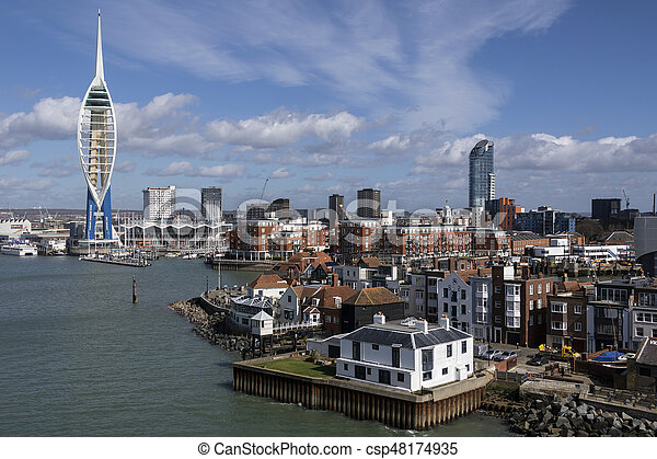 Portsmouth, Reino Unido - csp48174935