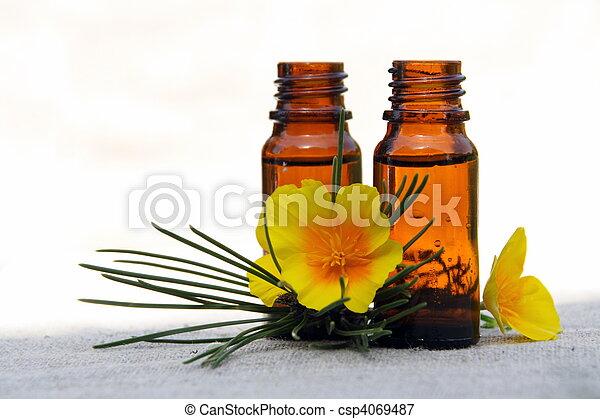 Aceite de aro en botellas con pino y flor - csp4069487