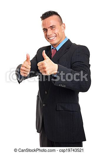 Hombre mostrando pulgares arriba - csp19743521
