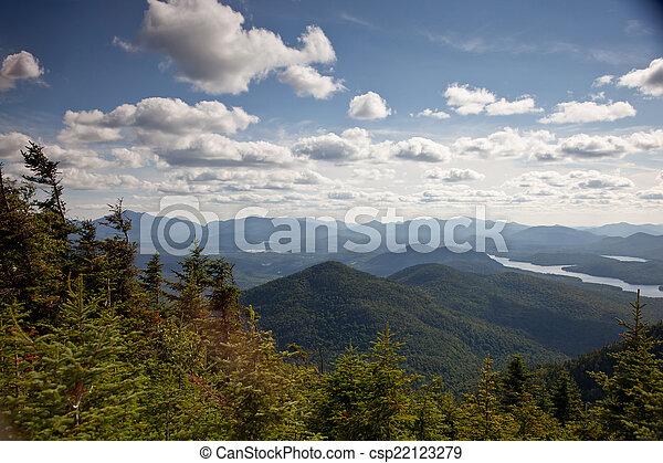 montañas Adirondack bosques y lagos paisaje - csp22123279