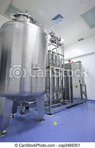 Destilador de agua en la fábrica - csp2469351