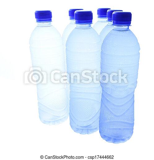 Agua mineral embotellada - csp17444662