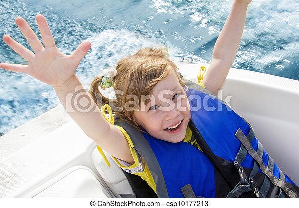 Viajes de niños en el agua en el barco - csp10177213