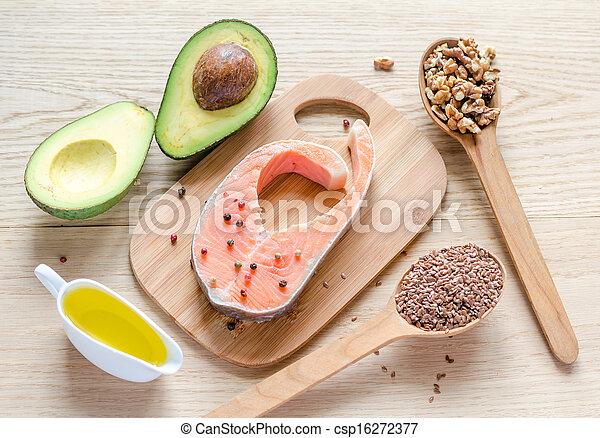 Comida con grasas no saturadas - csp16272377