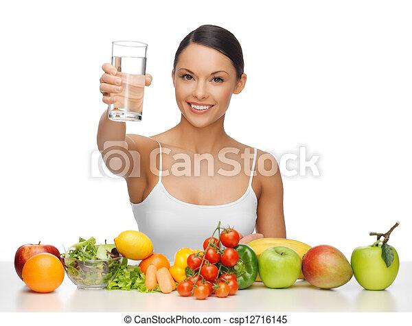Mujer con comida sana - csp12716145
