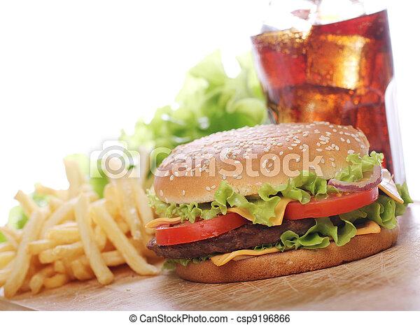 Comida rápida sobre la mesa - csp9196866