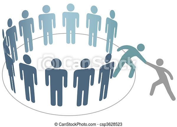 Ayudante ayuda a un amigo a unirse al grupo de miembros de la gente - csp3628523
