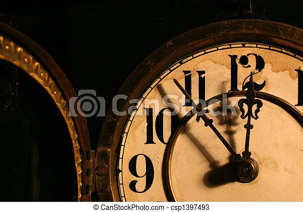 Cara de reloj antiguo - csp1397493