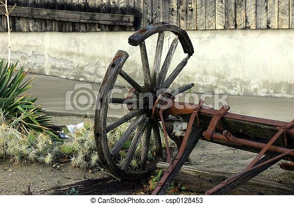 Vieja vieja y rota rueda de carreta vieja y rueda de carreta rota - csp0128453
