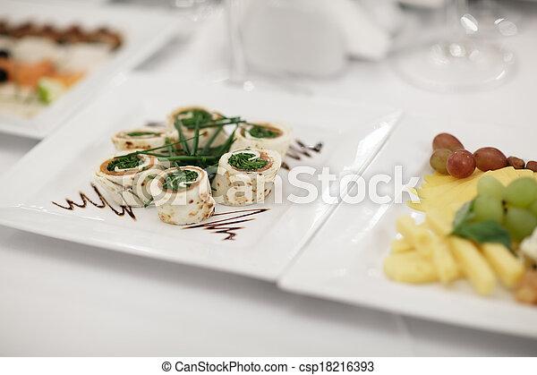 Aperitivos de gourmet - csp18216393