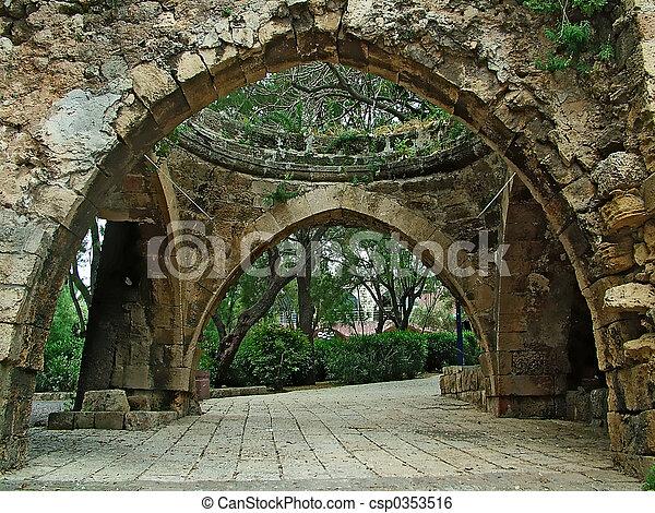 Arco de piedra - csp0353516