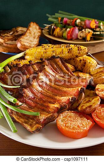 Costillas de cerdo asadas - csp1097111
