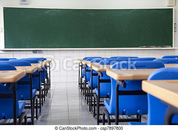 Aula vacía de escuela - csp7897800