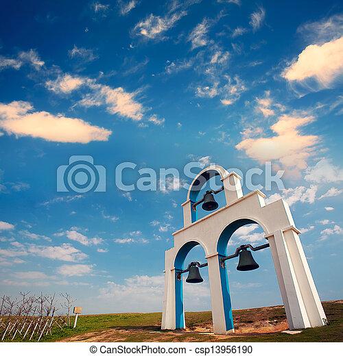 Campanas azules y blancas - csp13956190