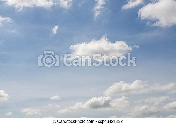 Cielo azul con nubes - csp43421232