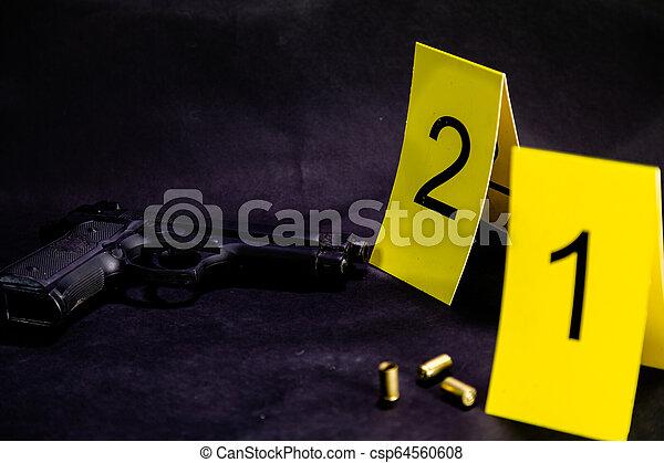 Balas y armas en la escena del crimen - csp64560608