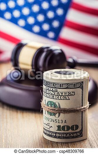 bandera, martillo, billetes banco., soborno, todavía, fondo., justicia, estados unidos de américa, dólares, arrollado, martillo, judicial, gavel., vida, billetes de banco, nosotros, sistema, tribunal, juez, corrupción - csp48309766