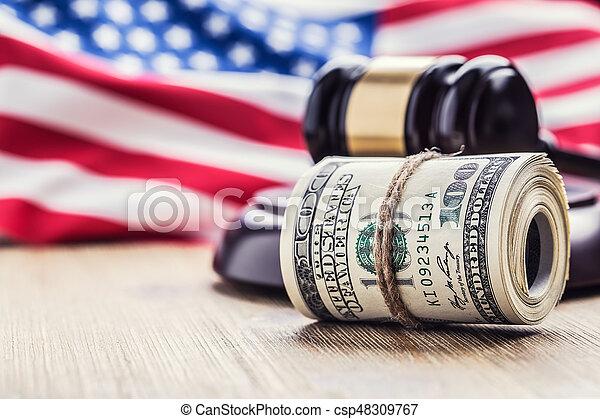 bandera, martillo, billetes banco., soborno, todavía, fondo., justicia, estados unidos de américa, dólares, arrollado, martillo, judicial, gavel., vida, billetes de banco, nosotros, sistema, tribunal, juez, corrupción - csp48309767