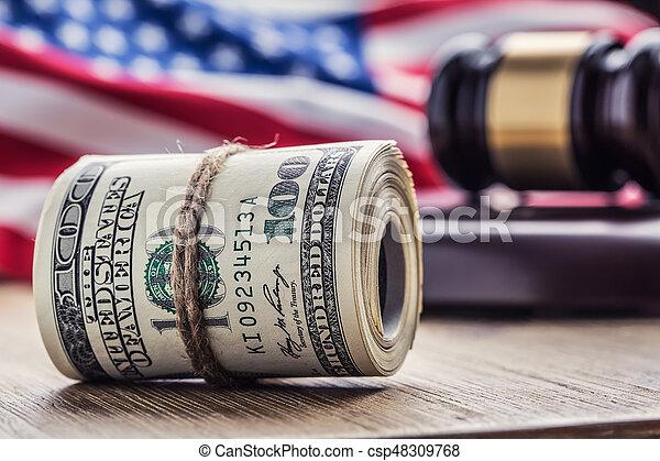 bandera, martillo, billetes banco., soborno, todavía, fondo., justicia, estados unidos de américa, dólares, arrollado, martillo, judicial, gavel., vida, billetes de banco, nosotros, sistema, tribunal, juez, corrupción - csp48309768