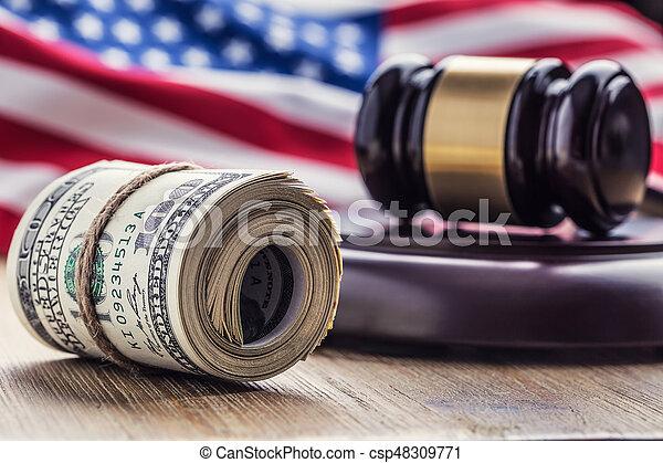 bandera, martillo, billetes banco., soborno, todavía, fondo., justicia, estados unidos de américa, dólares, arrollado, martillo, judicial, gavel., vida, billetes de banco, nosotros, sistema, tribunal, juez, corrupción - csp48309771