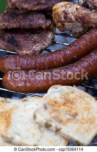 Barbecue con deliciosa carne asada en la parrilla - csp15064114
