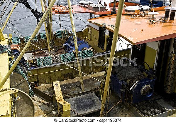 """Barco de pesca en el """"Barbican"""" en Plymouth - csp1195874"""