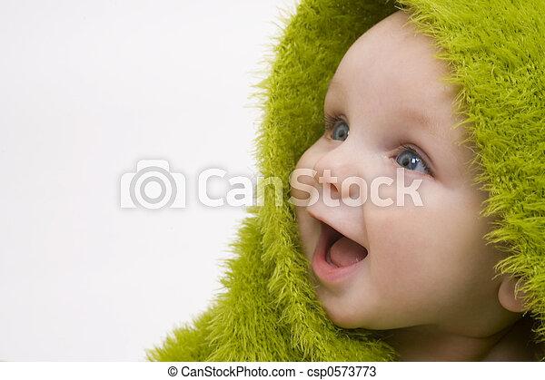 Bebé en verde - csp0573773