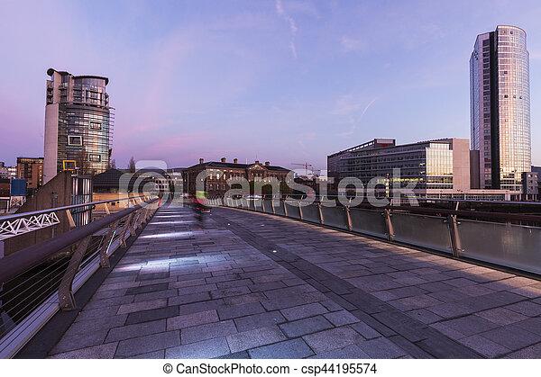 Belfast al amanecer - csp44195574