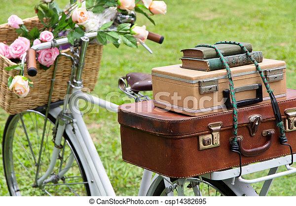 Una bicicleta de vintage en el campo - csp14382695