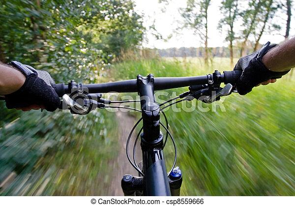 Montando en bicicleta - csp8559666