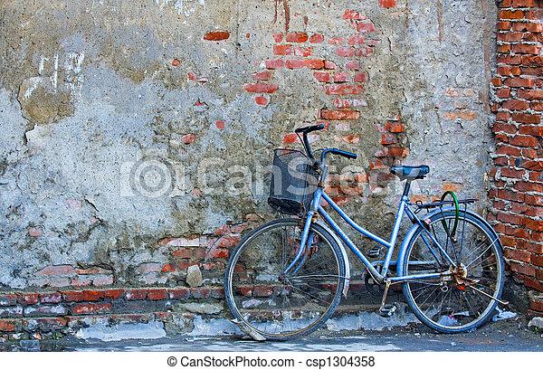 Vieja bicicleta - csp1304358