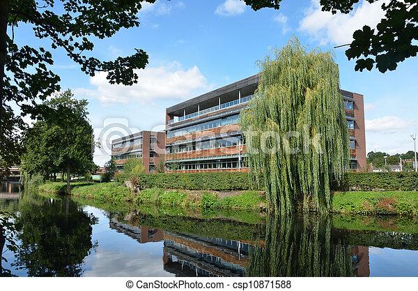 Bloqueo de oficinas de la orilla del río - csp10871588