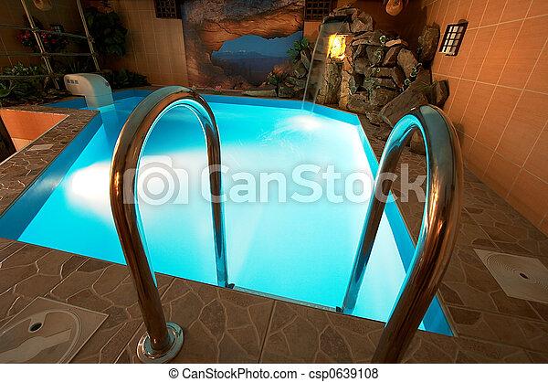 Bonita piscina - csp0639108