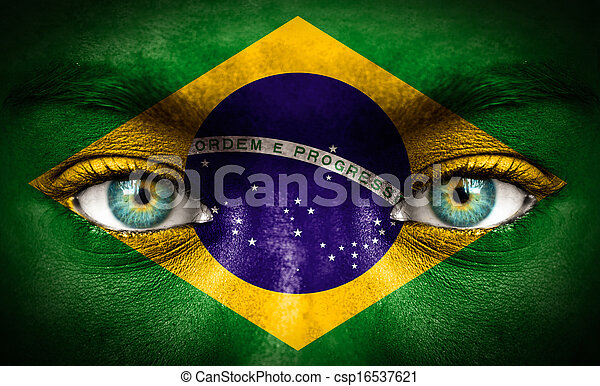 Cara humana pintada con bandera de Brasil - csp16537621