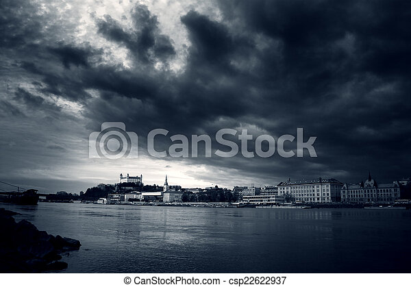 Bratislava dramática - csp22622937