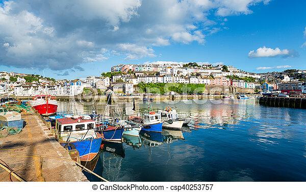 El puerto de Brixham en Devon - csp40253757