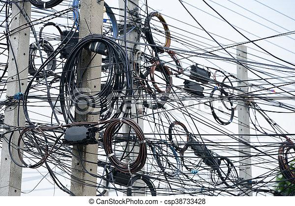 Cables eléctricos desordenados - csp38733428