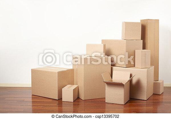 Cajas de cartón, día de mudanza - csp13395702