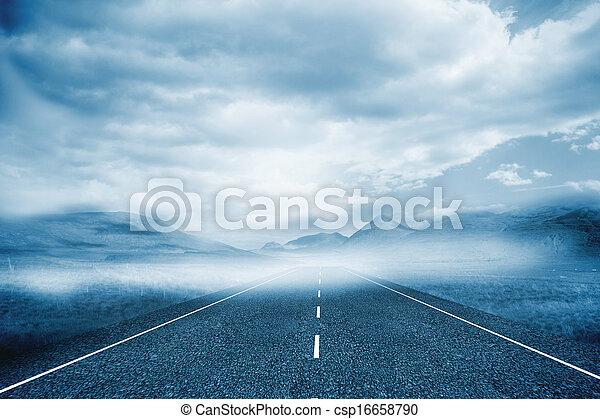 Un paisaje nublado con la calle - csp16658790
