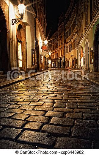 Callejón con linternas en Praga por la noche - csp6448982