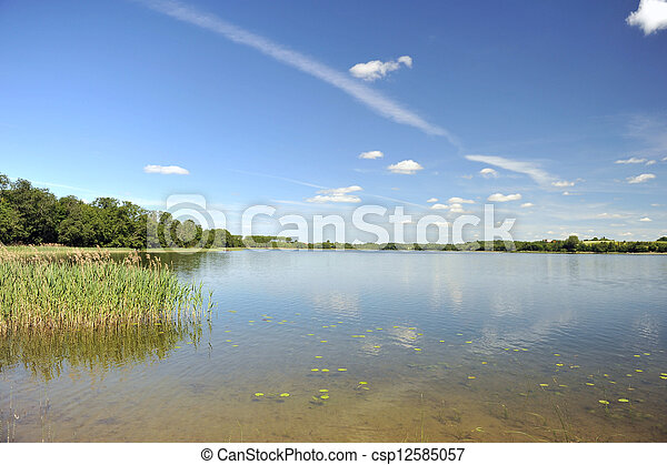 Agua tranquila del lago - csp12585057