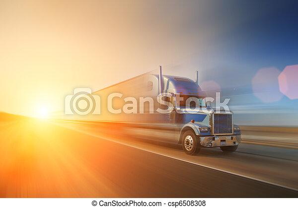 Camión en la carretera - csp6508308