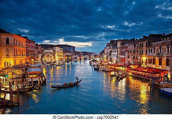 Gran canal por la noche, Venecia - csp7002541