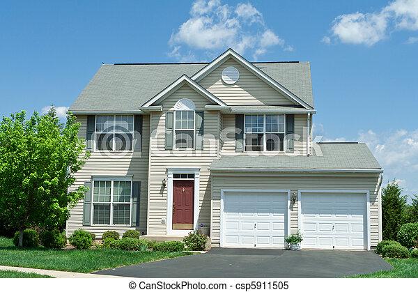 El primer vinilo de la casa de la familia - csp5911505
