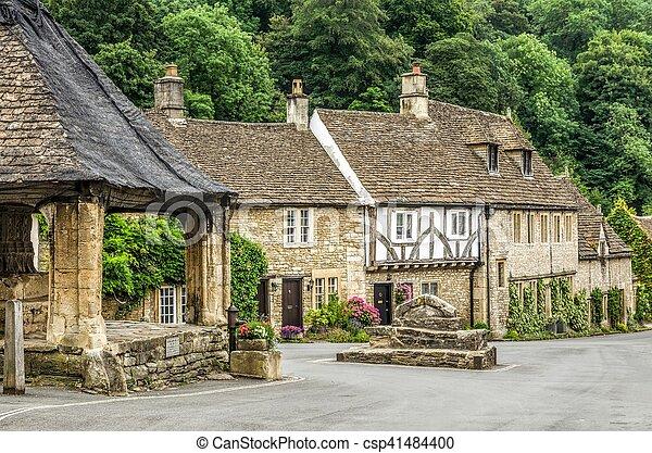 Casas en el pueblo del castillo - csp41484400