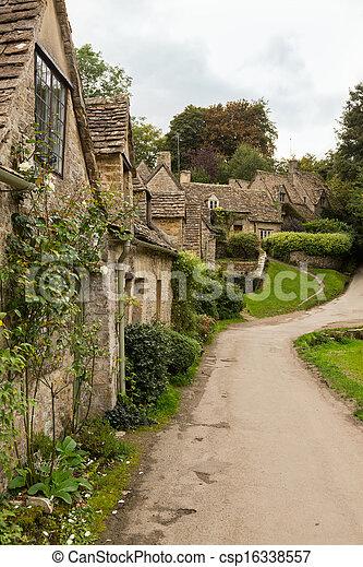 Casas viejas en el distrito de Inglaterra - csp16338557