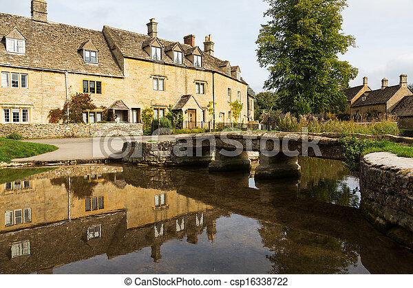 Casas viejas en el distrito de Inglaterra - csp16338722
