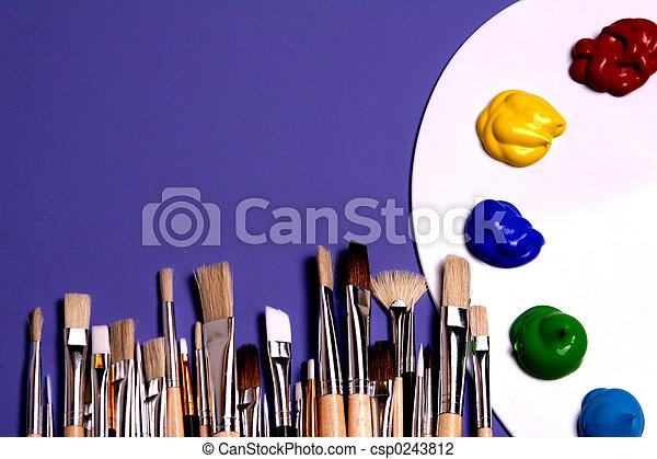 Pintar palé con pinturas y pinceles, simbólico del arte - csp0243812