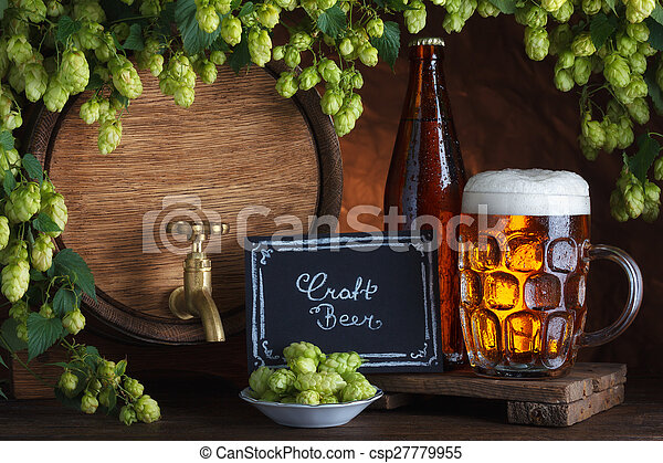 Cerveza embotellada y sin sabotear - csp27779955