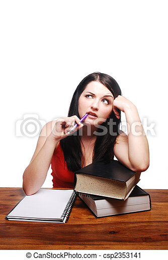 Chica confundida sentada en el escritorio con libreta de escritura - csp2353141